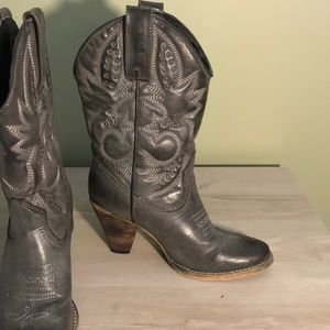 Cowboy boots. Silver Grey with studs.